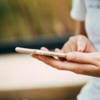 telefon u ruci